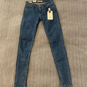 Levi's women's Mid rise skinny jeans size 28
